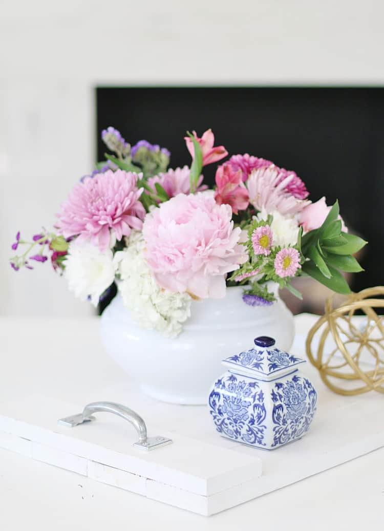 simple summer decorating ideas flower arrangement