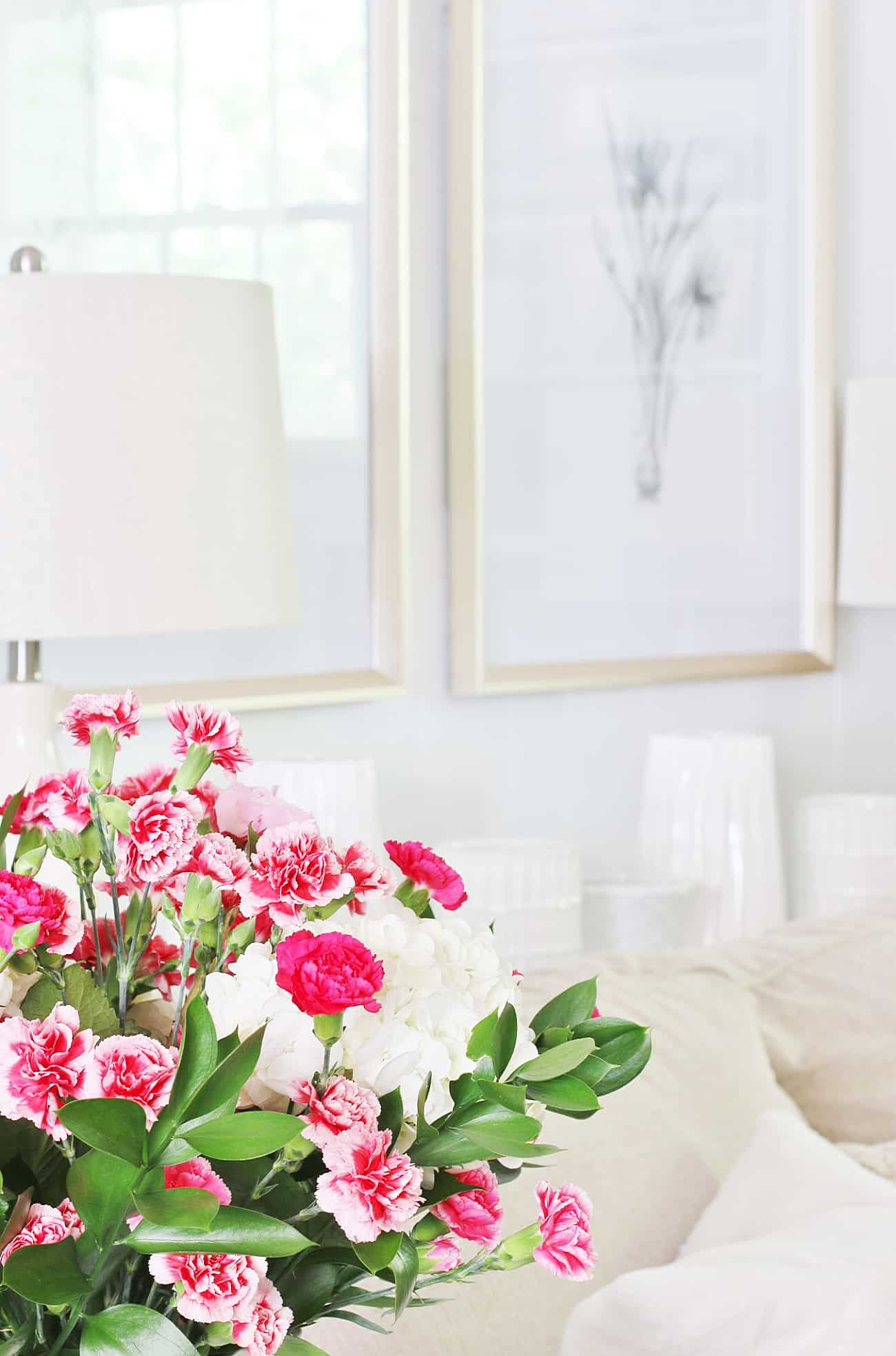 summer decorating ideas for the living room flowers and gold frames