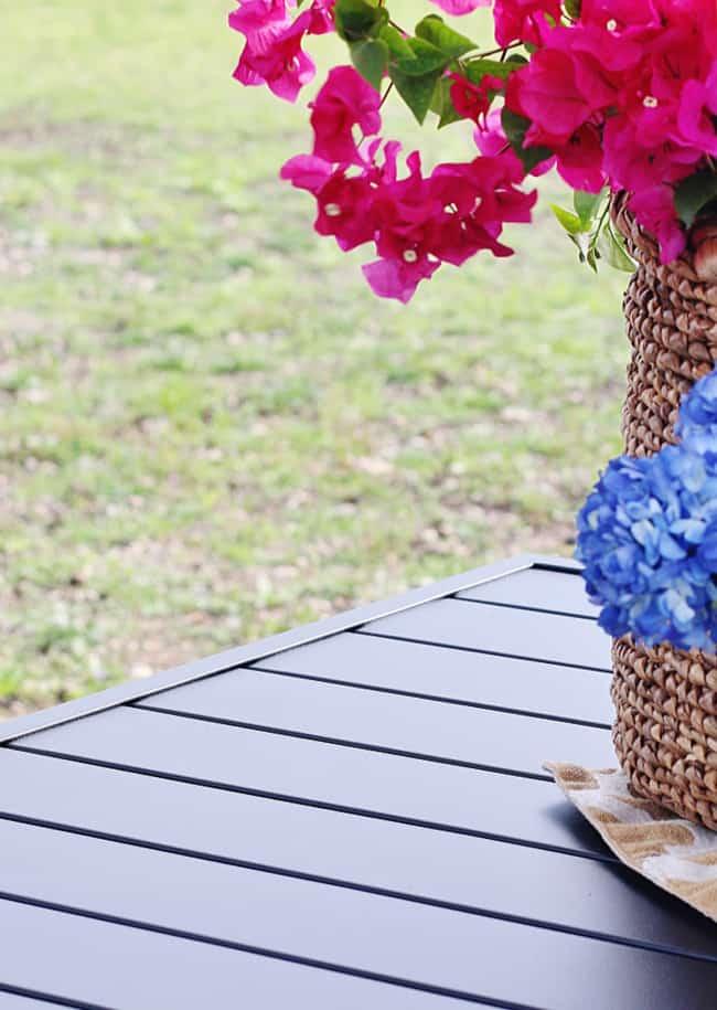 outdoor garden decor ideas table