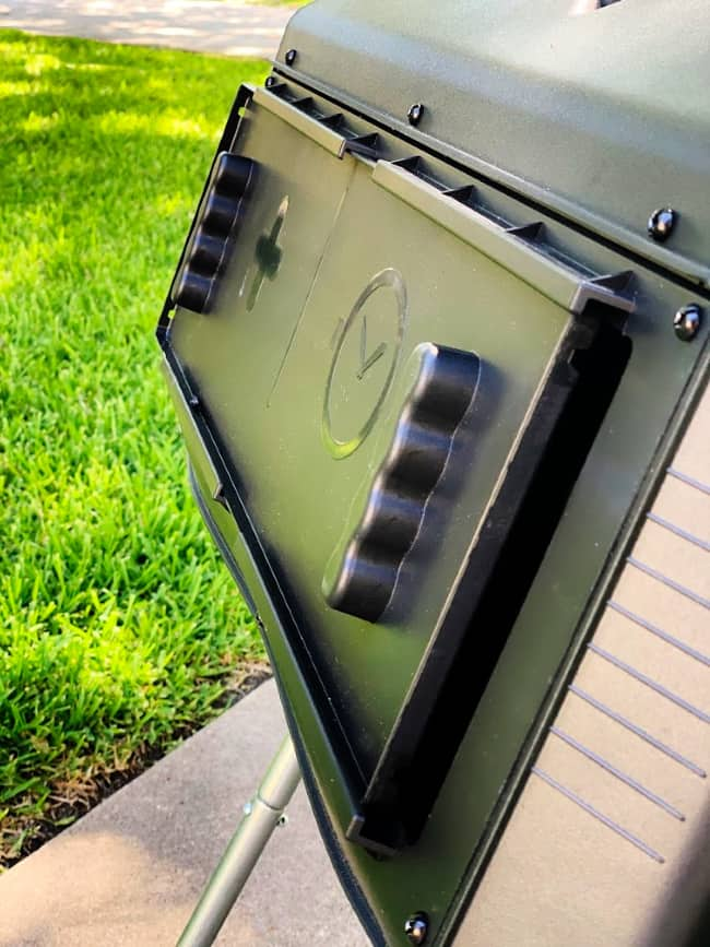 how to use a composter door