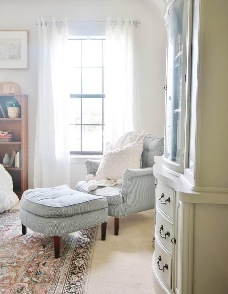 corner of room chair